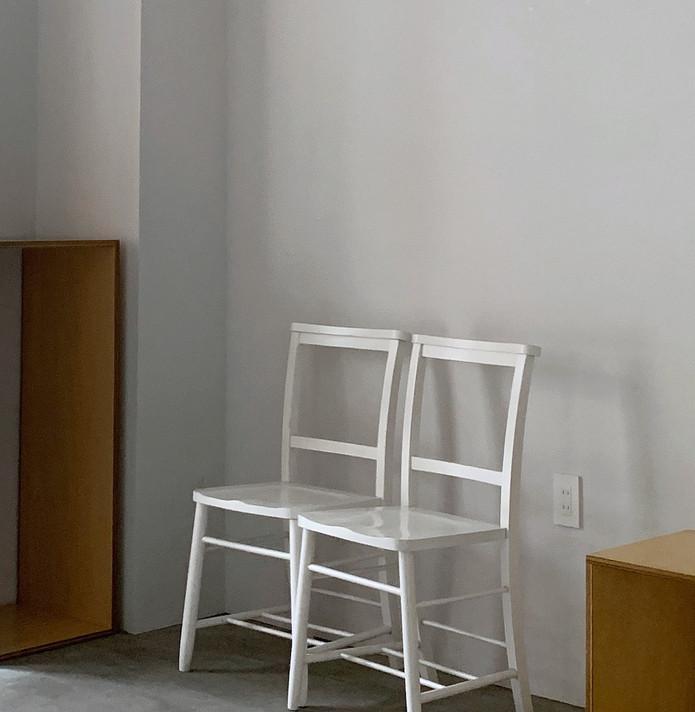 F (背もたれ付き椅子2脚)