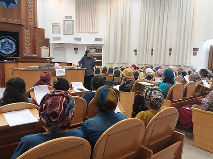 שיעור בבית הכנסת (2).jpg