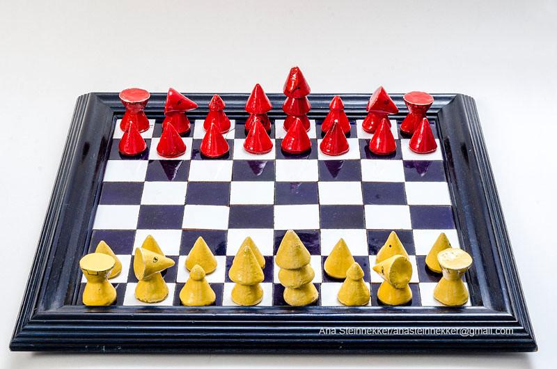 Ajedrez, 2000 [Chess] Cerámica y azulejo [Ceramic and tile]