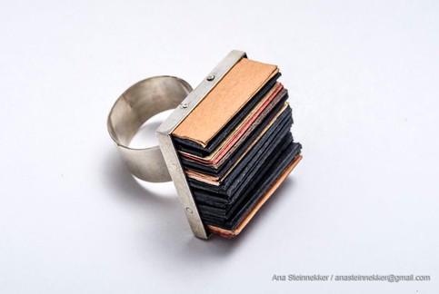 Anillo, 2006 [Ring] Plata y papel   [Silver and paper]