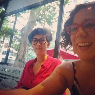 Trabajando parte del equipo de Lluvia Oficina 2018 (en la foto María Amor Ferrón y María Lightowler)
