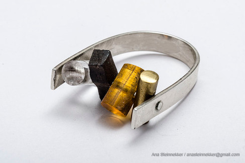 Anillo, 2006  [Ring] Plata, acrílico, madera y bronce [Silver, acrylic, good and bronze]