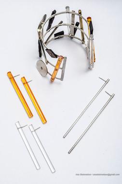 Brazalete sonoro, 2006 [Sound bracelet] Plata, acrílico y madera [Silver, acrylic and wood]