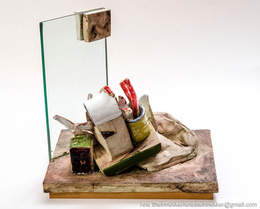 Sin título, 2000 [Untitled] Cerámica y vidro [Ceramic and glass] 27 x 36 x 12 cm [11 x 14 x 12 in]