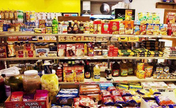 Productos procesados en supermercado,