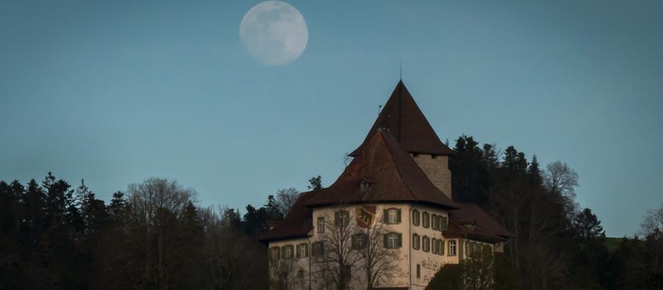Mondaufgang über Schloss Trachselwald