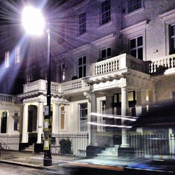 London Victoria by night photo by Duilio Marconi