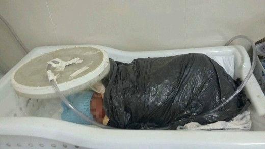 bebê, saco de lixo