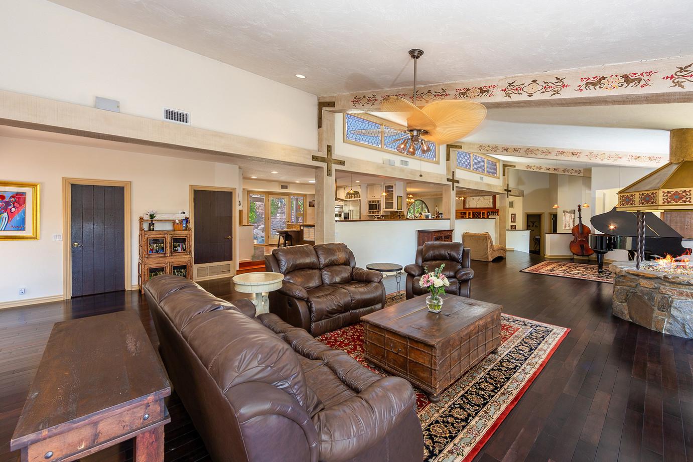 Livingroom Open to the Kitchen