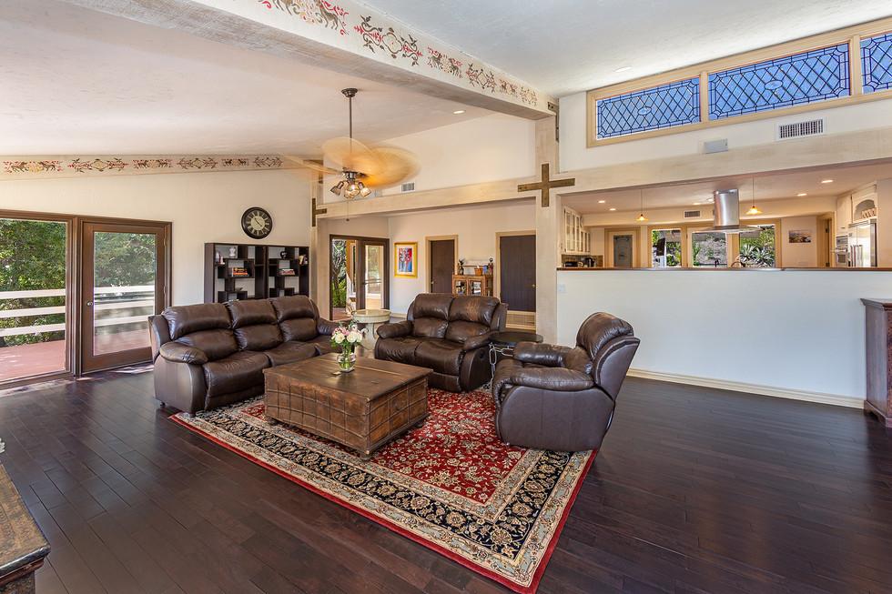 Livingroom Open to the Kichen