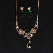 greennecklace1.jpg