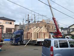 清水区草薙でブリティッシュスタイルタウンハウスのフレーミング始まりました。