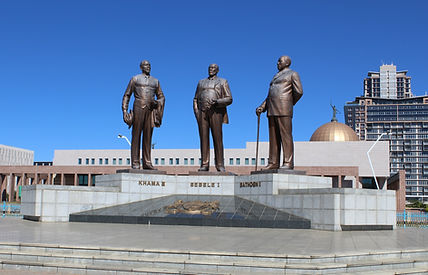 Gaborone Three Dikgosi Monument.JPG_edit