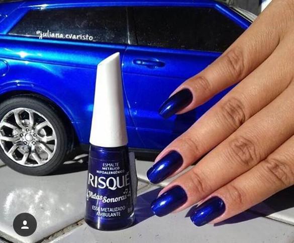 As unhas de cor azul estão super na moda nesse outono! Aposte na ousadia e fique linda!!