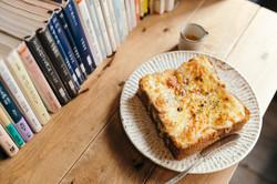 ときわ台のカフェ「本屋イトマイ」のトースト