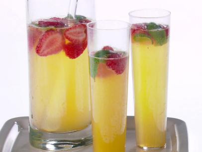 GH0408H_Strawberry-Lemon-and-Basil-Mimosa_s4x3.jpg.rend.sni12col.landscape.jpeg