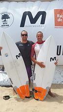 Clases de surf a cargo de Javier Aguirre y Germán Aguirre, Profesrs de Educación Física.