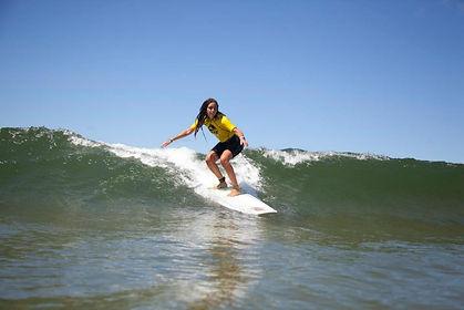 Clases de surf para todas las edades, durante todo el año en Punta del Este, Uruguay.
