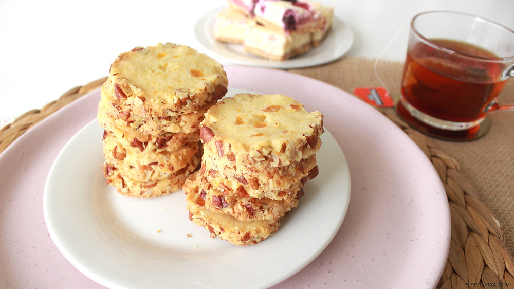 Apricot and Pecan Cookies