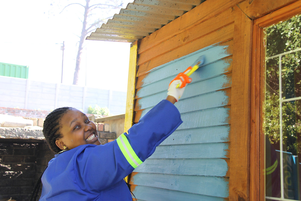 Paint, Creche Revamp, NPO, Volunteer, Fun, Team Build, Community Outreach, Vulnerable Communities Volunteer Programs, Sustainable Development Projects, NPO, Non Profit, Non Governmental Organisation, Cape Town, South Africa, Disadvantaged community, Community Development Consultant Corporate Social Responsibility (CSR)