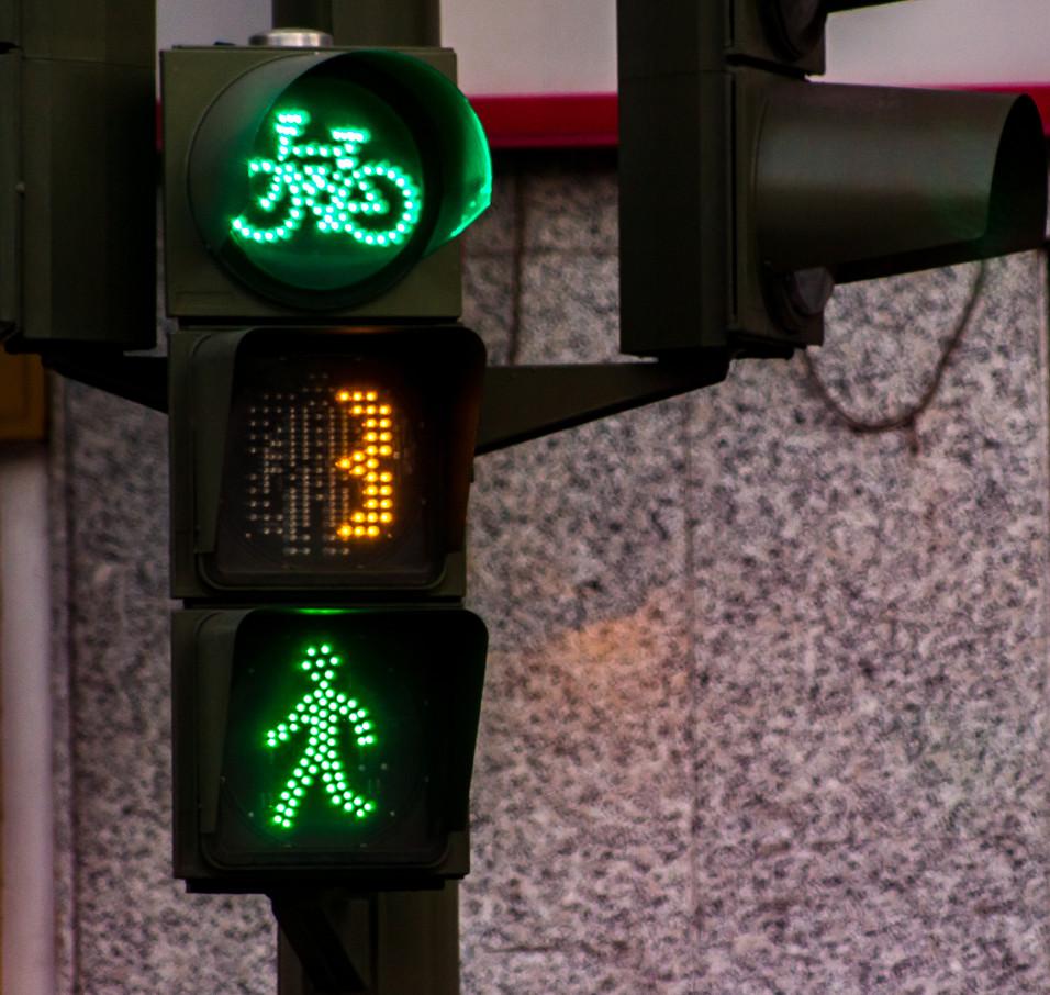 A playful green light forward.
