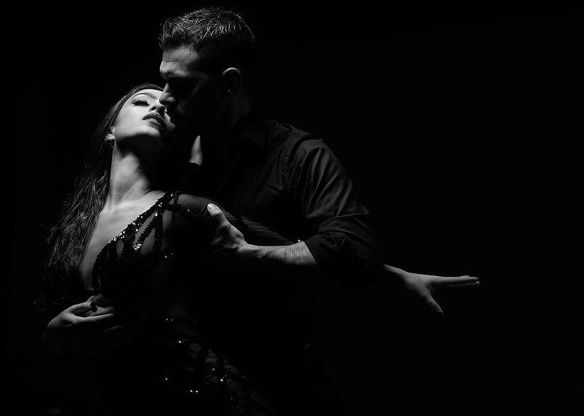 Tango coupe dancing