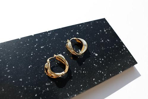 Фактурные серьги- кольца LOLI/ цвет- золото