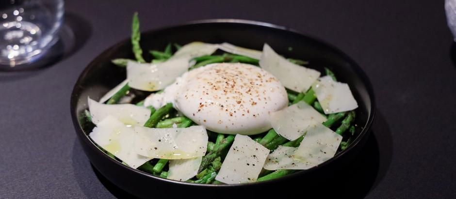 Burrata met groene mini asperges