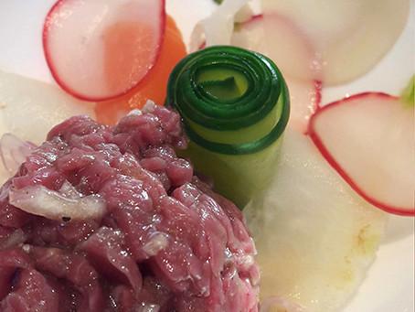 tartaar van rund met gepekelde groenten