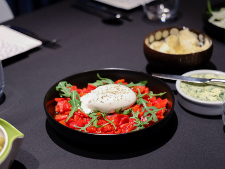 Burrata met paprikas en kruidenolijfolie
