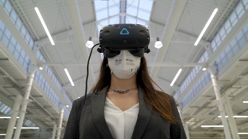 Realtà virtuale-Visore.png