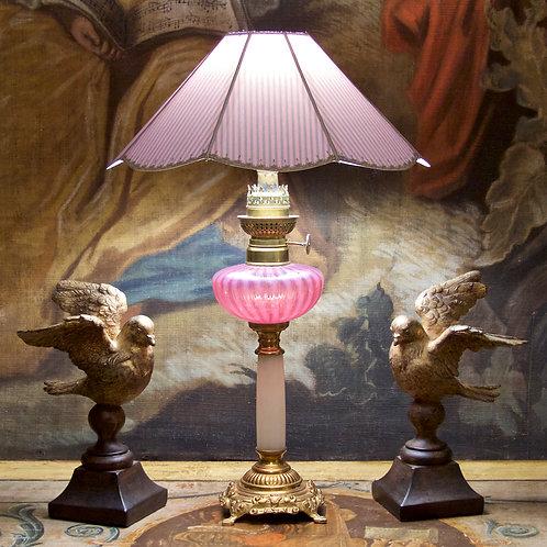 Lampe à pétrole en bronze doré, marbre blanc et verre opalescent, XIXe