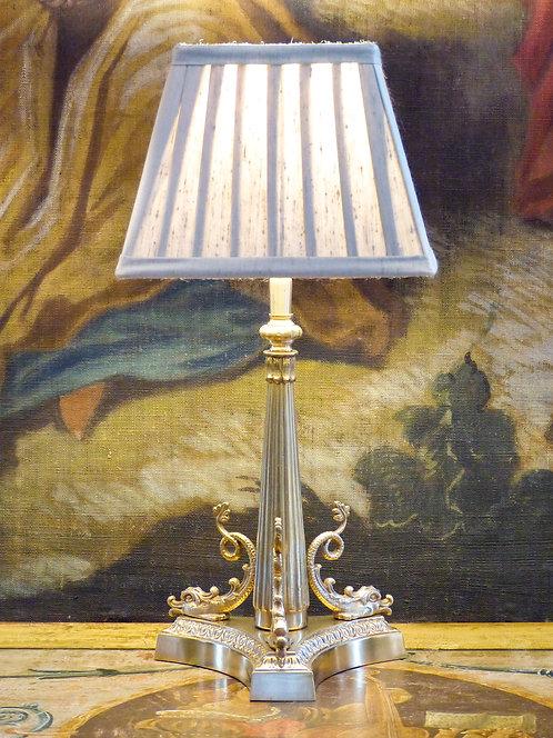 Lampe aux 3 poissons, bronze doré, époque Art Déco de style Empire