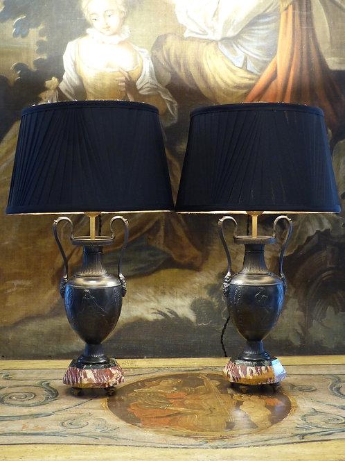 Paire de lampes en forme de vases néoclassiques, XIXe