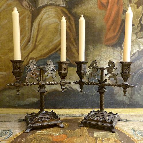 Paire de chandeliers « lions héraldiques » style gothique, fer forgé, XIXe