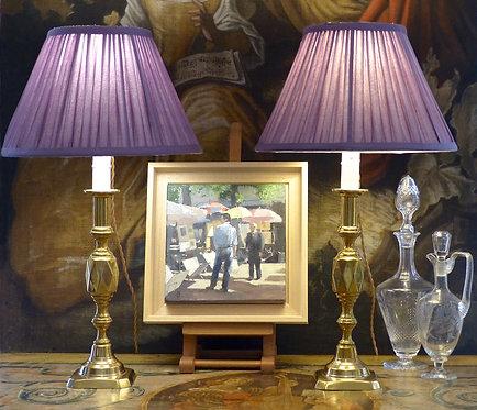 Paire de grands bougeoirs anglais à losanges, montés en lampes, fin XIXe