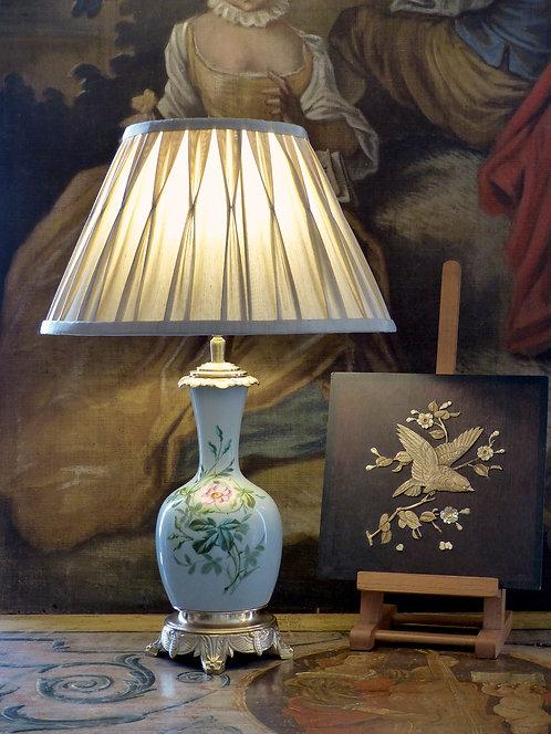Lampe Napoléon III en porcelaine céladon à la rose, XIXe
