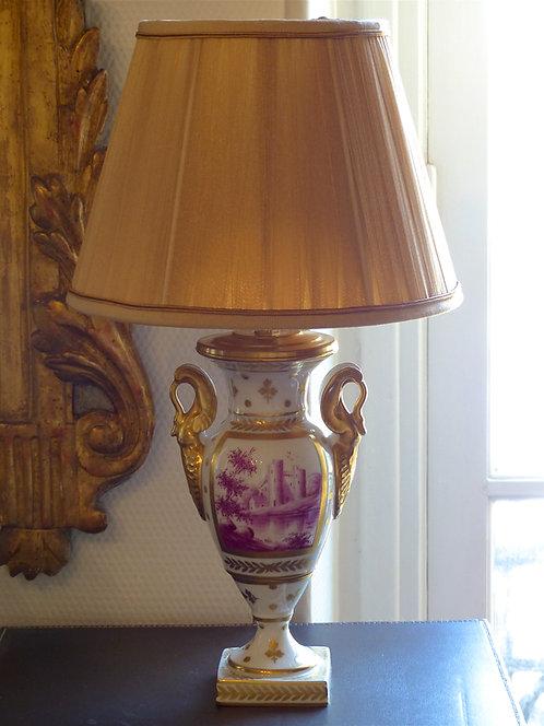Vase en porcelaine de Limoges, style Empire, camaïeu rose, signé, ca 1930
