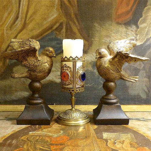 Porte-cierge Napoléon III orné de verres de couleurs, XIXe