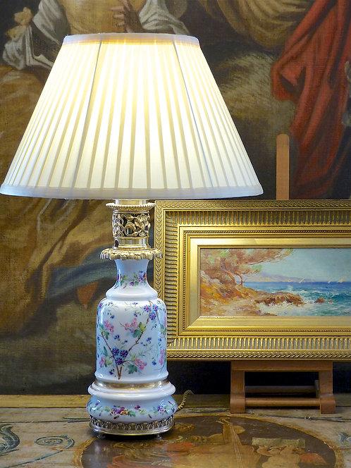 Lampe en porcelaine Louis-Philippe, décor semis de fleurettes,XIXe