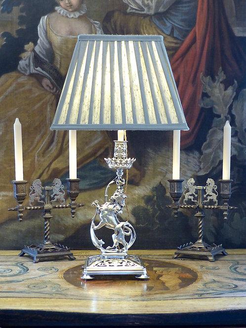 Lampe bougeoir lion héraldique en bronze argent, époque Napoléon III, XIXe