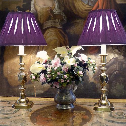 Paire de grands bougeoirs Jubilé de la Reine Victoria (1896), montés en lampes