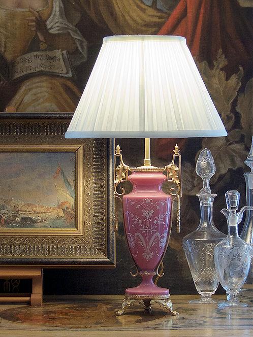 Vase en opaline rose, décor émaillé blanc, monture dorée, XIXe