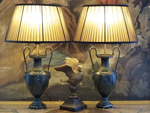 Paire de lampes en forme de vases antiques, XIXe