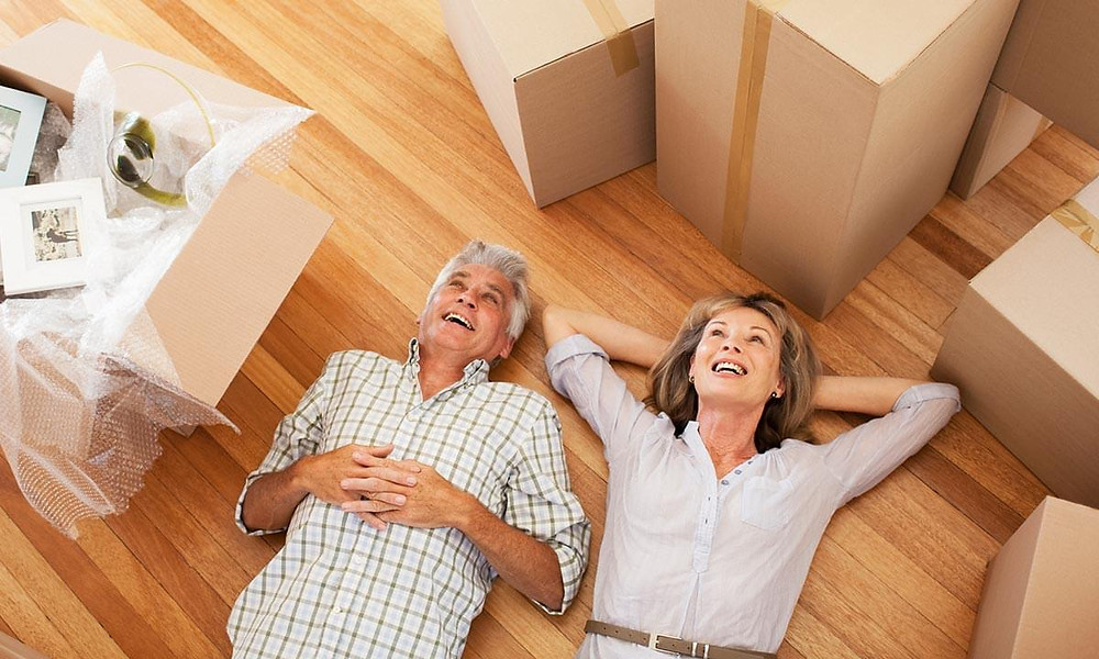 moving elderly parents to assisted living, downsize and declutter, downsizing guide for seniors