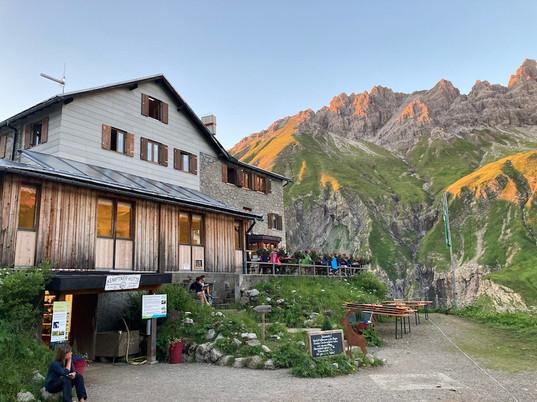 E5 Tag 1 Abendstimmung Kemptner Hütte.jp