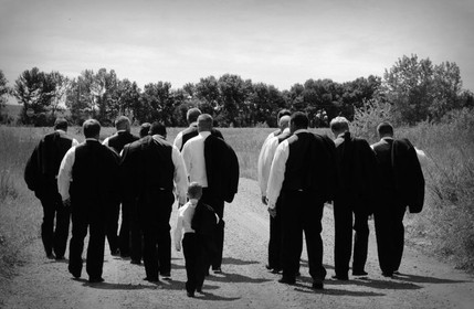 groomsmen walking away.jpg