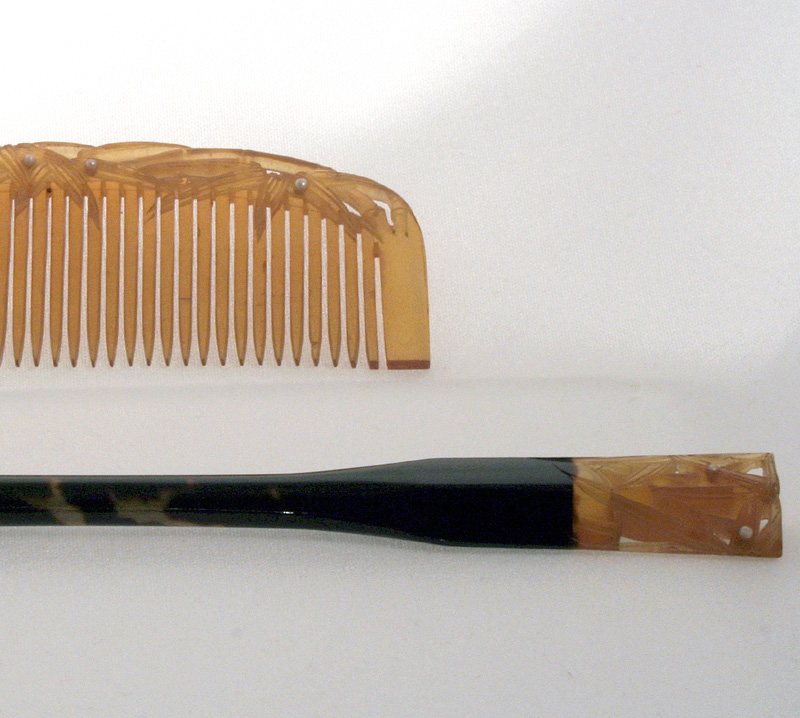 ANTIQUE JAPAN COMB & KOGAI