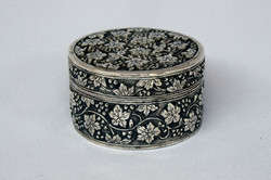 SIAM CHINESE ANTIQUE SILVER BOX VINE