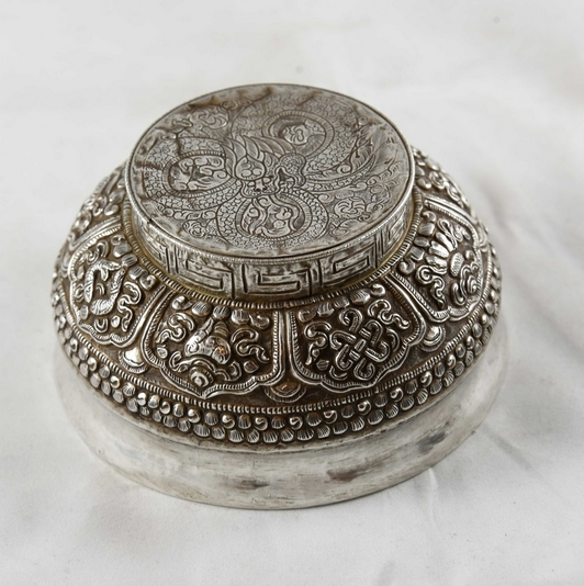 OLD TIBETAN SILVER BOWL '8 BUDDHIST SYMBOLS'